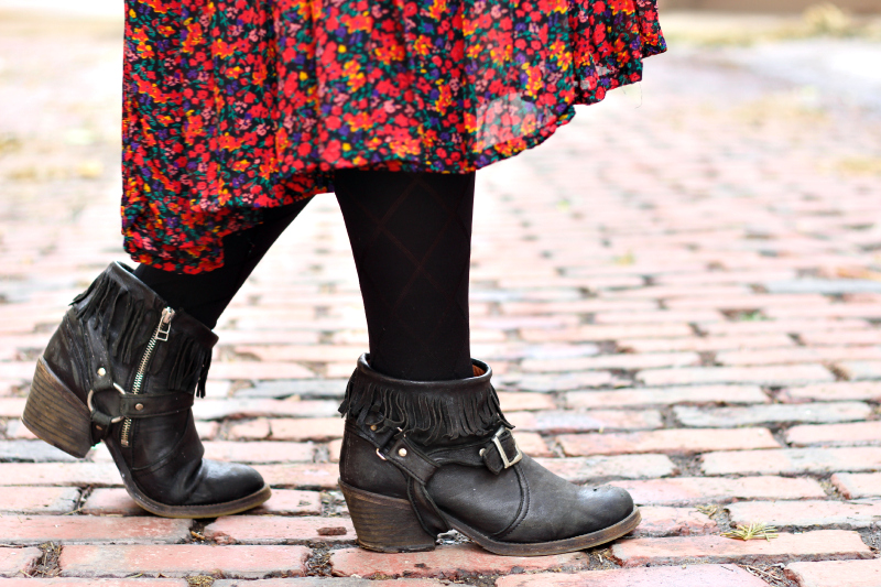 outfit-post-vintage-floral-dress-moto-boots.jpg